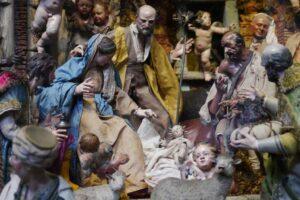 Die heilige Familie in einer Krippe in Neapel.