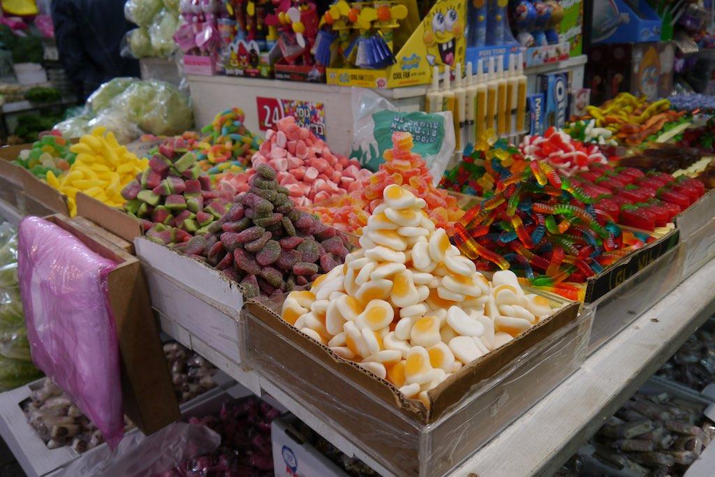 Süßigkeiten Angebot auf dem Mahane Yehuda Markt in Jerusalem