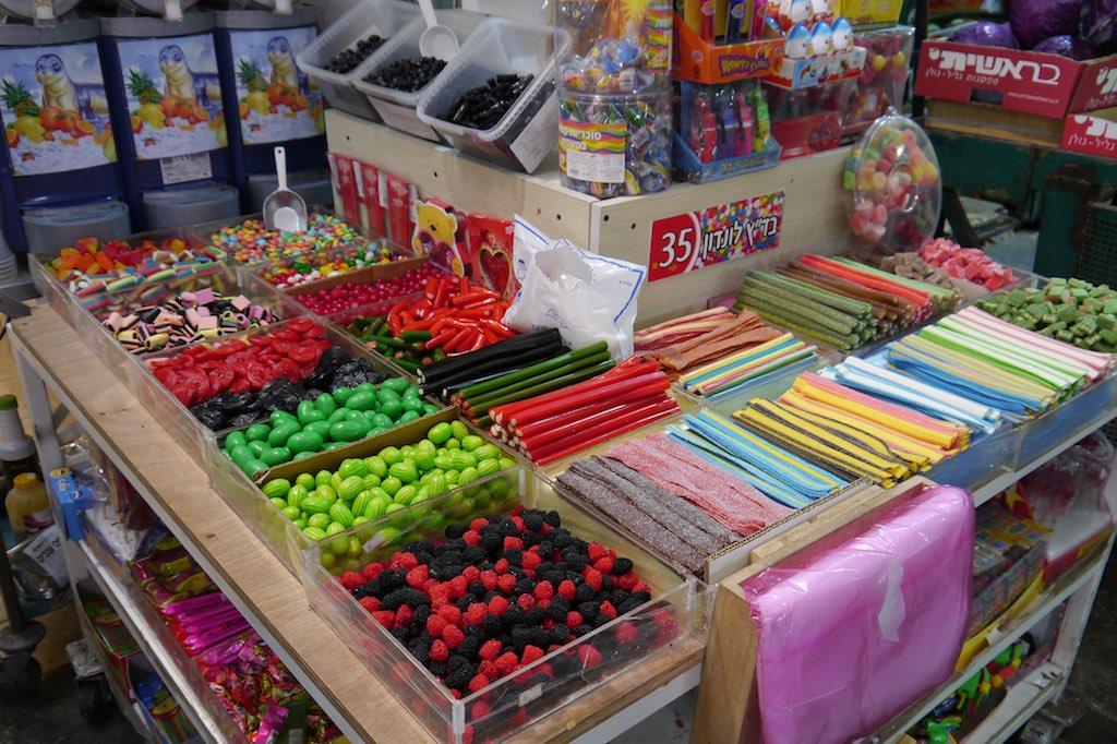 Süßigkeiten Auswahl auf dem Mahane Yehuda Markt in Jerusalem.