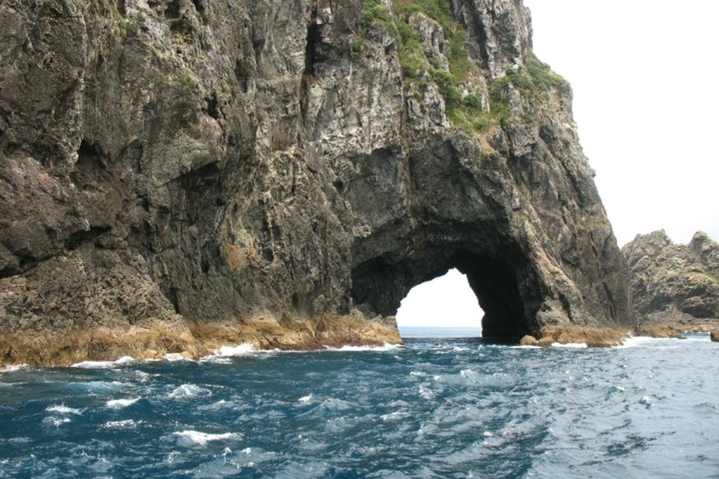 nz-hole-in-rock