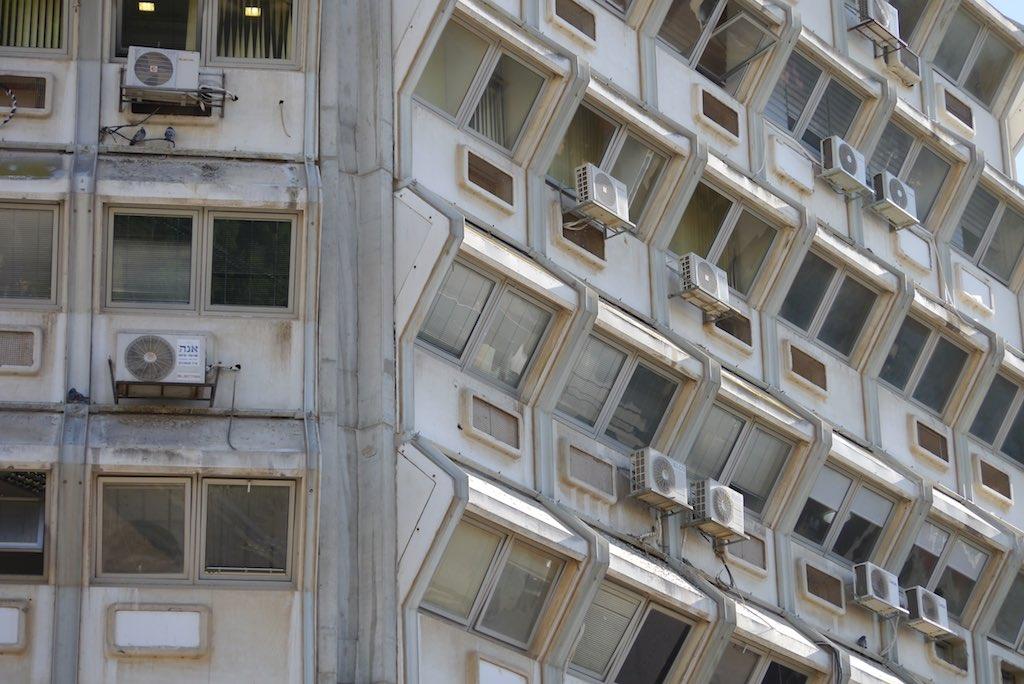 Detailaufnahme der Fassade eines Büroshauses in Beer Sheva