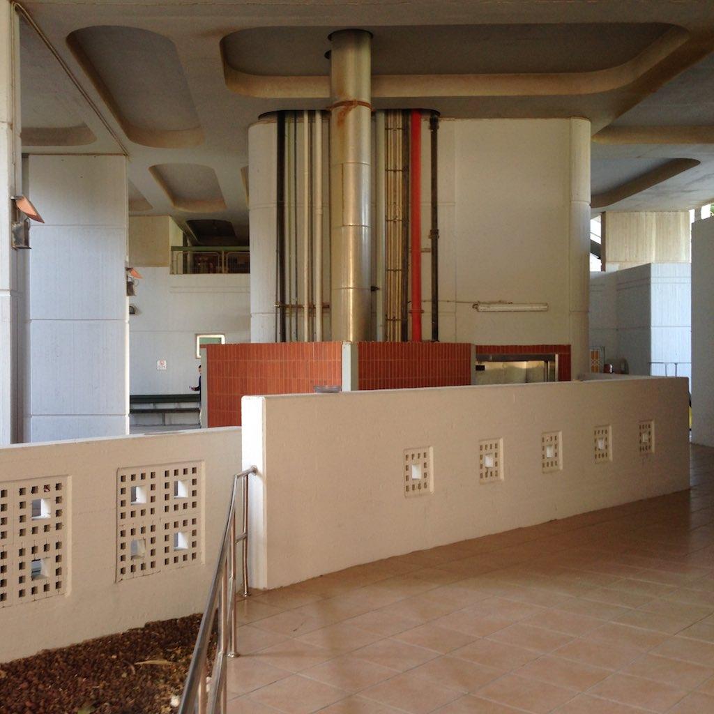 Blick in die unteren Bereiche des zentralen Bettenhauses des Soroka Krankenhauses in Beer Sheva