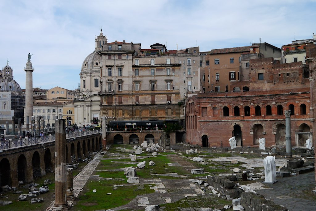 Blick in die Märkte des Trajans unterhalb des Kapitols in Rom.