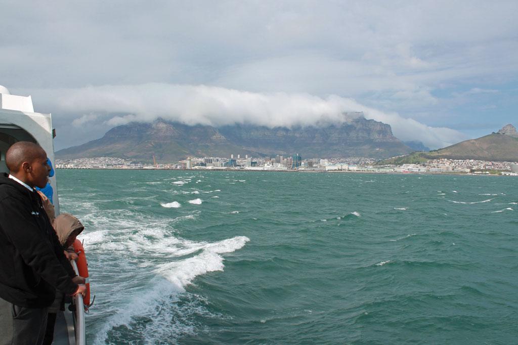 Blick-auf-Kapstadt-von-der-Faehre-nach-Robben-Island