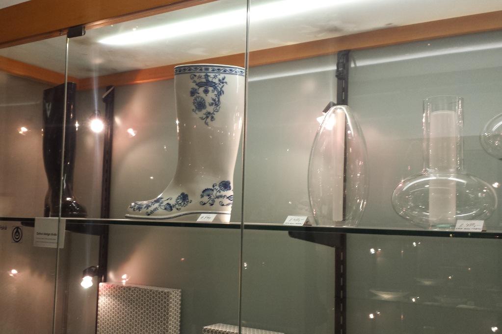 prag-art-shop-porzellan-stiefel