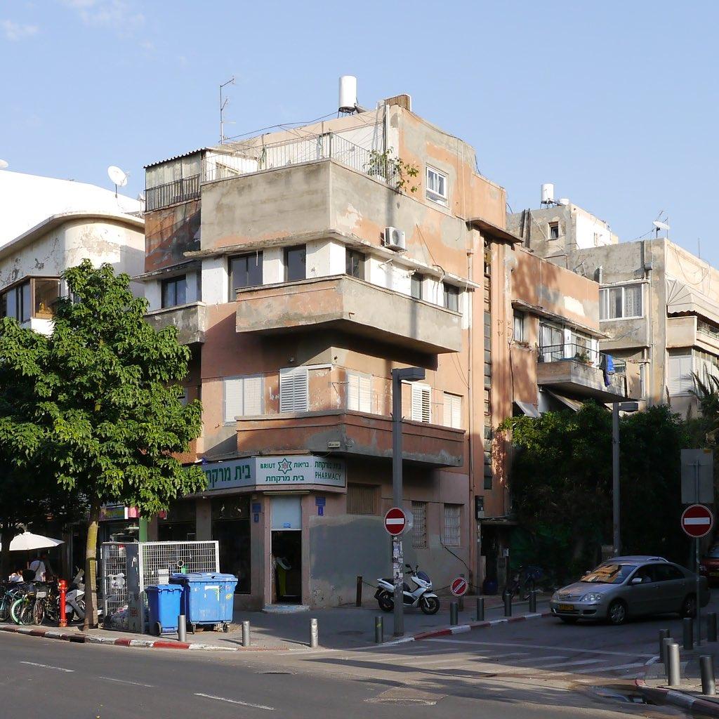 Kubisches Gebäude im Bauhaus Stil in Tel Aviv.