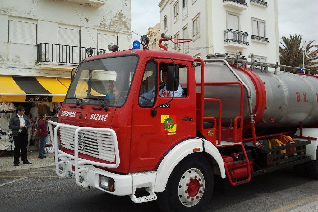 nazare-bombeiros-feuerwehrauto