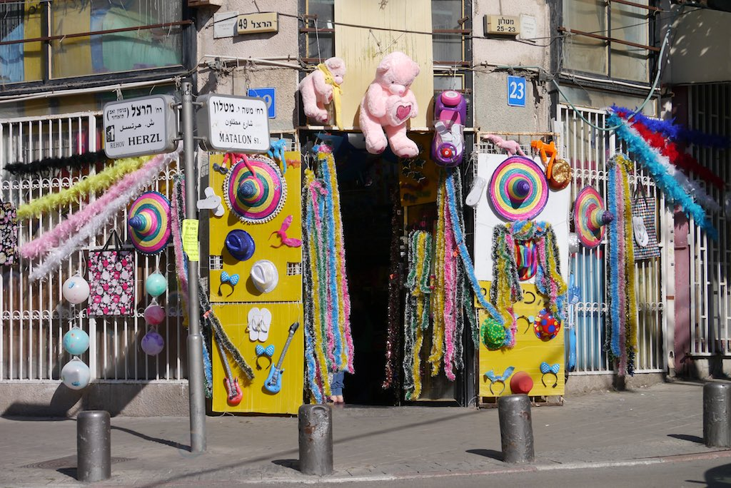 Eingang in einen Spielzeugladen in Florentin Tel Aviv.