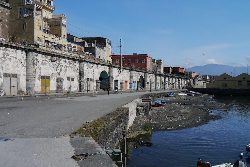 Blick auf den Hafen von Torre Annunziata