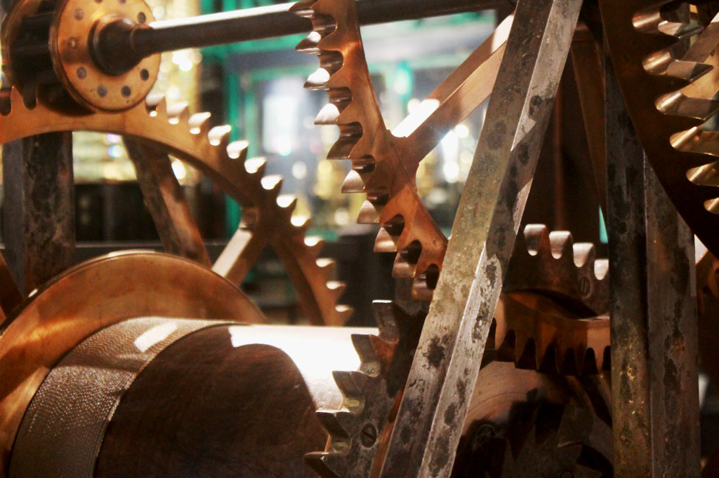 Phare du Creac'h: Zahnradwerk eines historischen Leuchtturms im Musée Phare et Balises, Ouessant