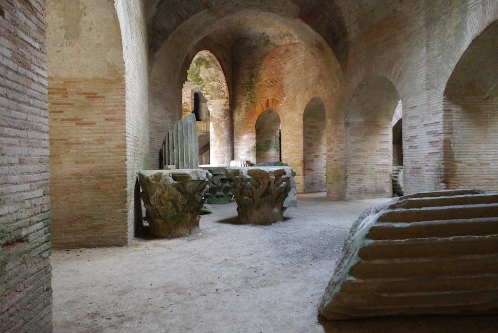 Campi-Flegrei_Amphitheater-Pozzuoli-008