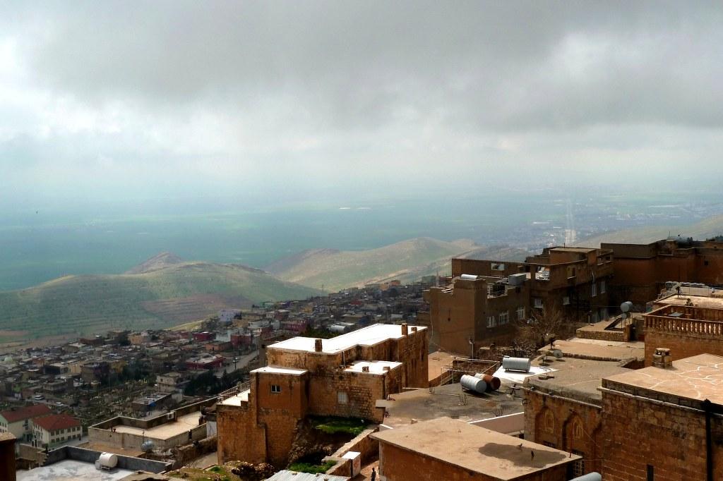 Vom alten Burghügel kann man über die Tiefebene von Mesopotamien schauen. Bei gutem Wetter sogar die 20 km bis zur syrischen Grenze.