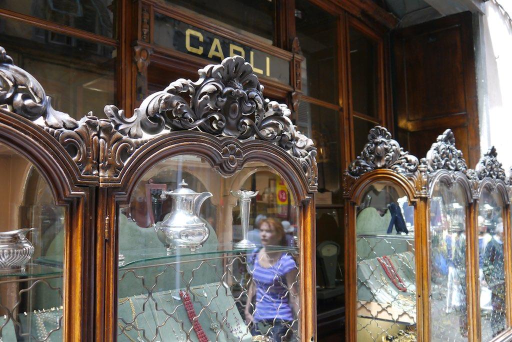 Schaufenster des Juweliers Carli auf der Via Fillungo in Lucca