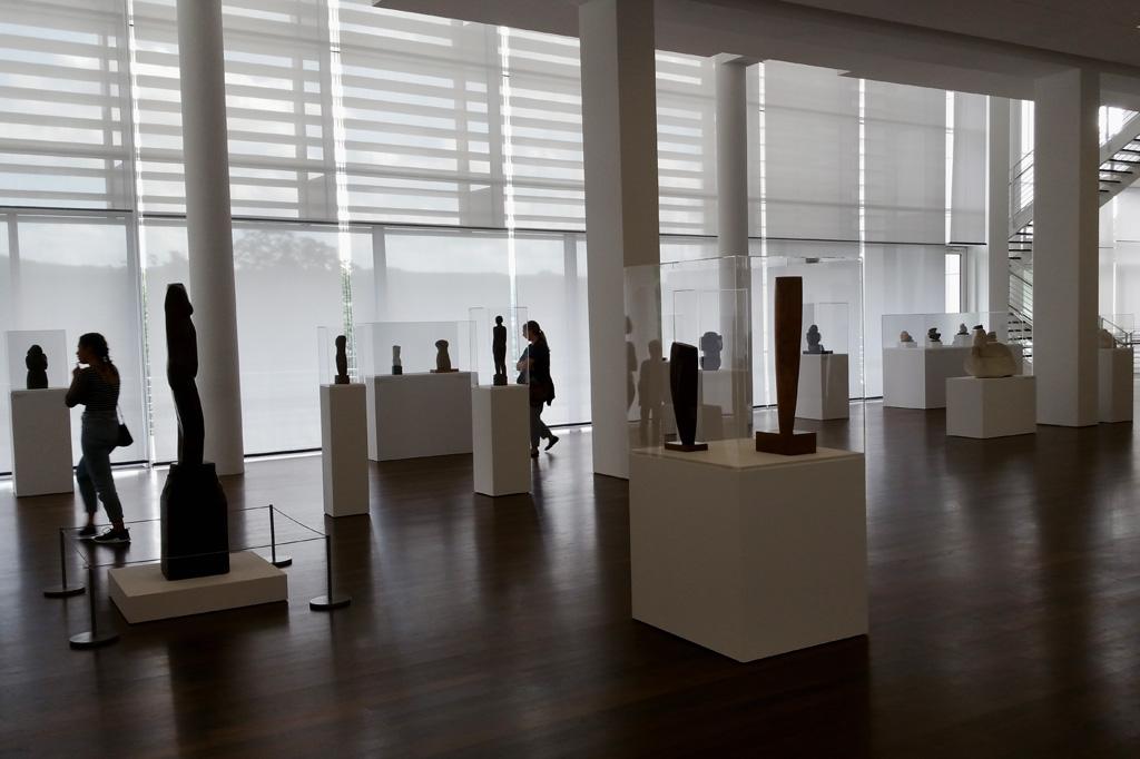 Was ist hier Objekt und wer Besucher? Optische Wahrnehmungsebenen in der Sammlung Arp im Arp-Museum