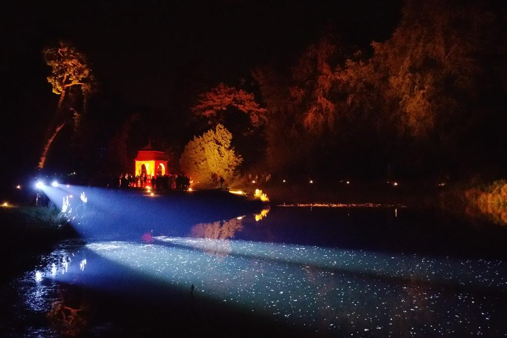 Egal, wohin man blickt im Park von Schloss Dyck: Das Licht malt Szenerien wie ein romantisches Gemälde