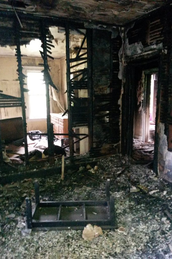 Detroit_Verbranntes_Haus_hf1
