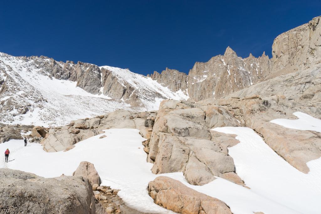Mt. Whitney - ohne Schneeschuhe... kann man machen, doch vielleicht (noch) nicht im Mai. (c) Robert M. Plogman 2015