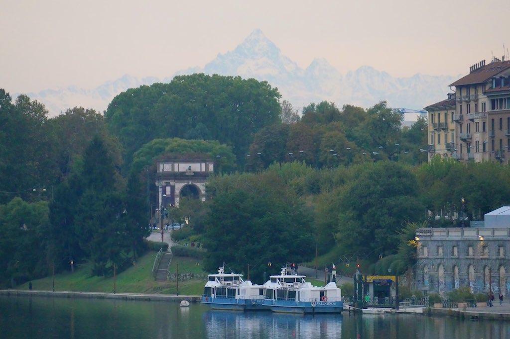 Blick über den Po Richtung Alpen.