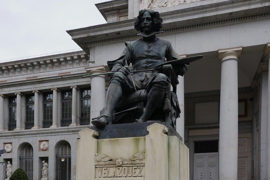 Bronze Denkmal für Diego Velásquez vor der Säulenhalle des Prado