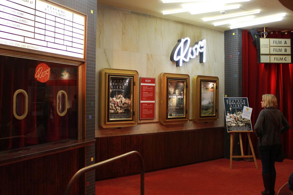 Filmdokumentationen über Auswanderer und Einwanderer im Flair der 50er Jahre: Das Roxy bildet den Abschluss des Museumsrundgangs.