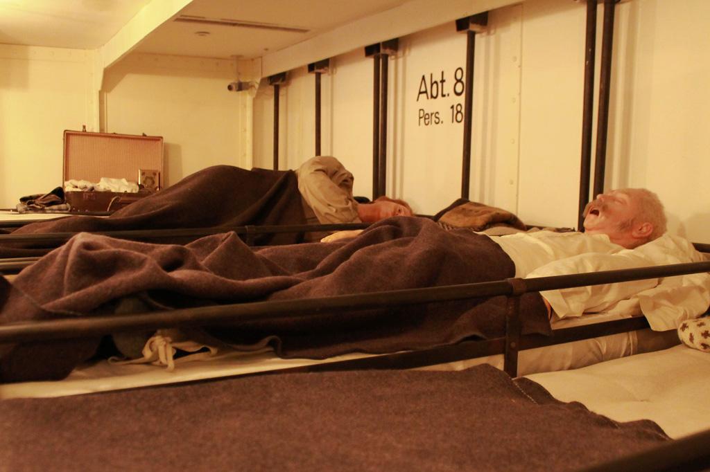 Seit der zweiten Hälfte des 19. Jahrhunderts verbesserten sich die Bedingungen für die Auswanderer. In dieser Dampfschiff-Kabine schliefen und lebten 18 Passagiere. Die Ansteckungsgefahr im Fall von Krankheiten war dennoch hoch.