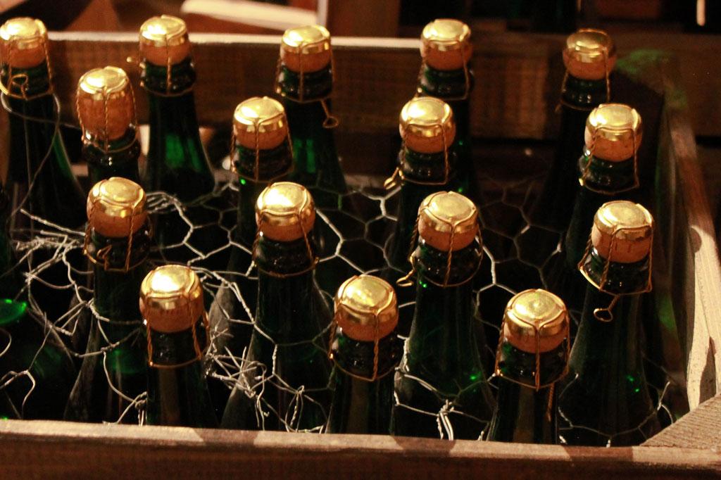 Wir Auswanderer: Champagner für die Reichen: Für die, die der europäische Raubtierkapitalismus nach oben gespült hatte, war Luxus an Bord eine Selbstverständlichkeit.