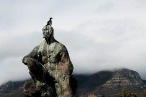 Mother City: Die Statue des südafrikanischen Staatsmanns Jan Smuts vor der Kulisse des Tafelbergs