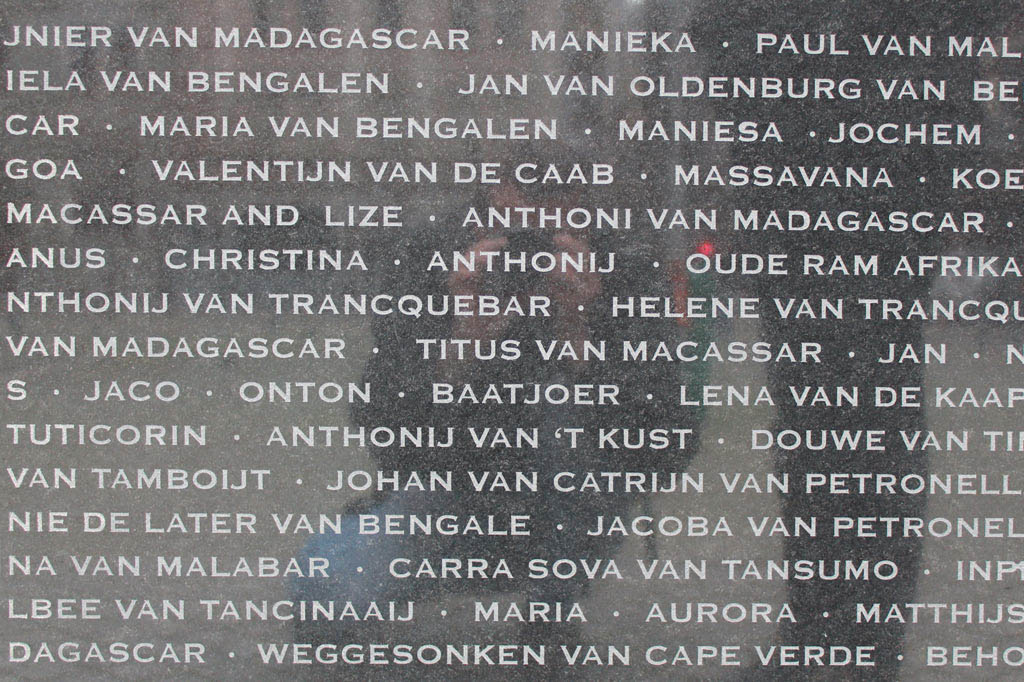 Mother City: Sklavennamen auf schlichten Steinstelen – ein beeindruckendes Antisklaverei-Monument