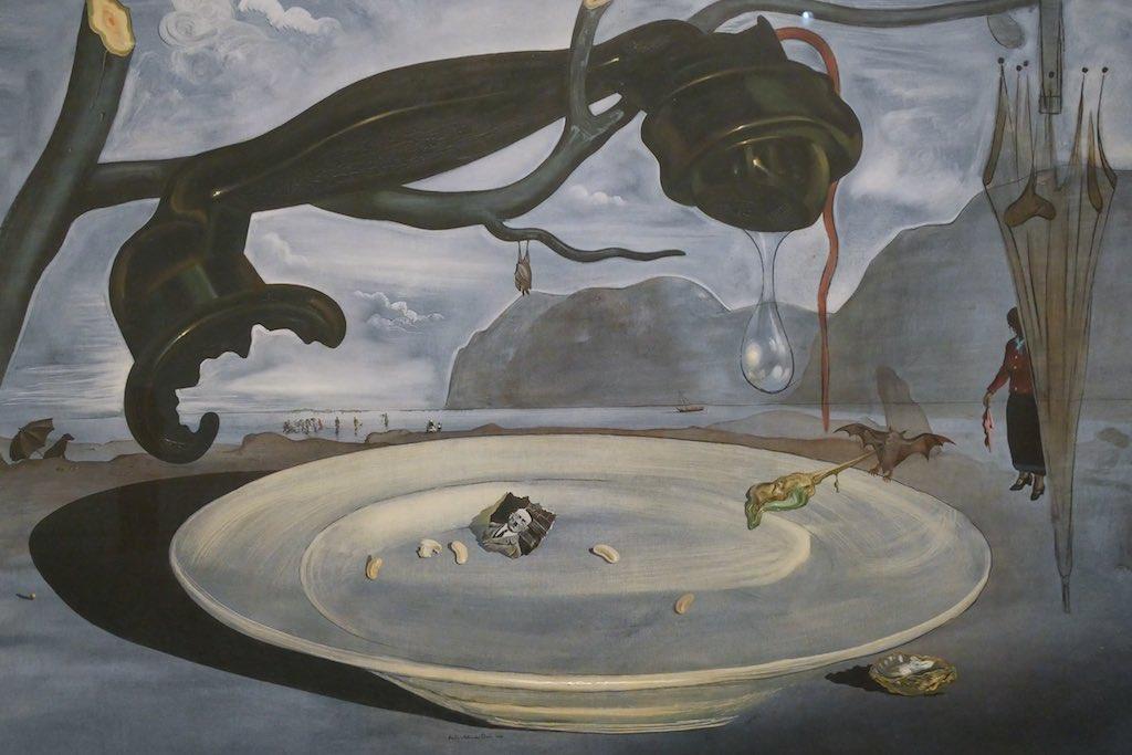 Gemälde von Salvator Dali im Museo Reina Sofia in Madrid.