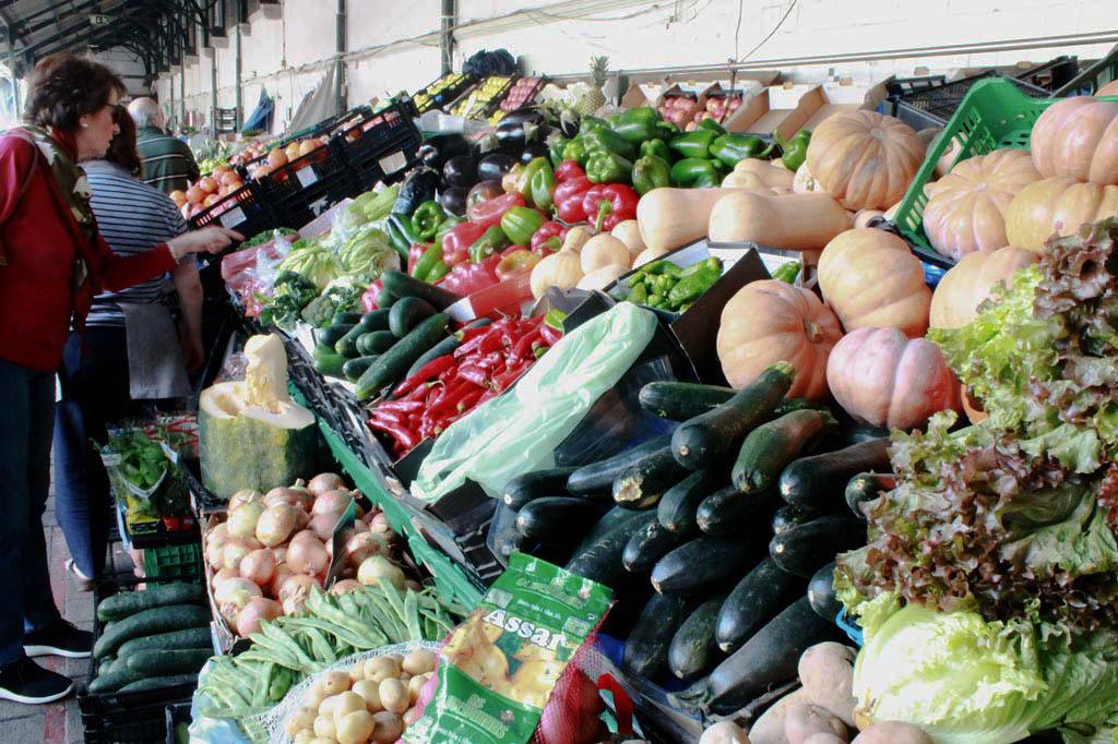 Porto, Kunst des Alltags: Wie wär's mit Kürbissuppe? Gemüsestand auf dem Mercado do Bolhão.