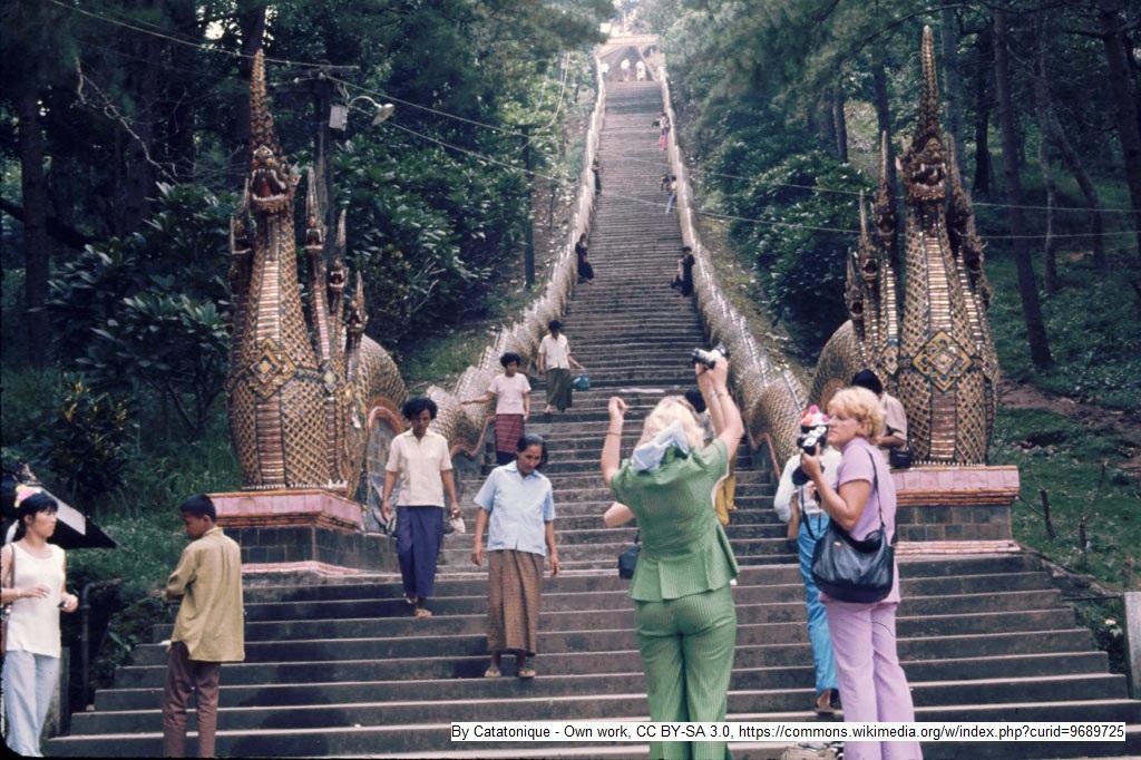 Tourismus ist keine Einbahnstraße - Wie krieg ich die Treppe bloß aufs Foto? Touristen und Einheimische in Chiang Mai, Nord-Thailand