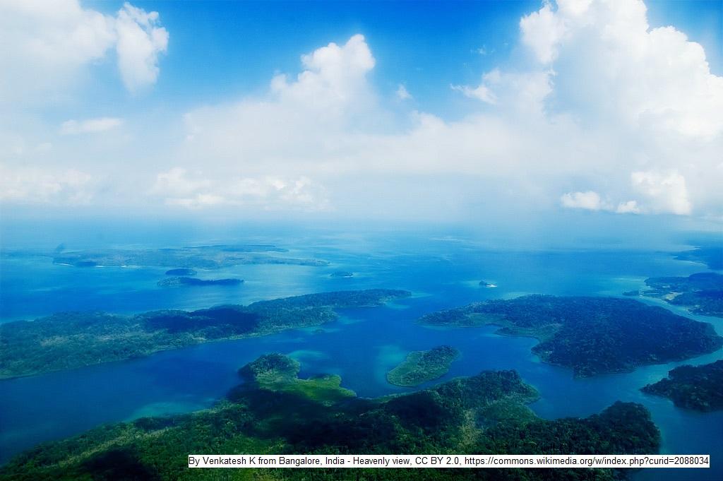 Tourismus - Blau, grün, tropisch, exotisch: Luftaufnahme der Andamanen in der Andamanensee