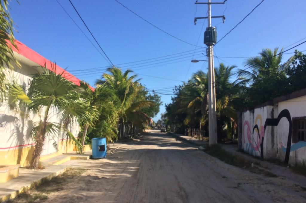 Straße im Ortskern von Isla Holbox.