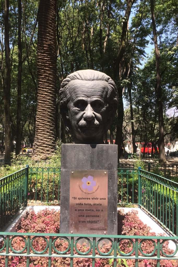 Einstein Büste im Parc Mexico.