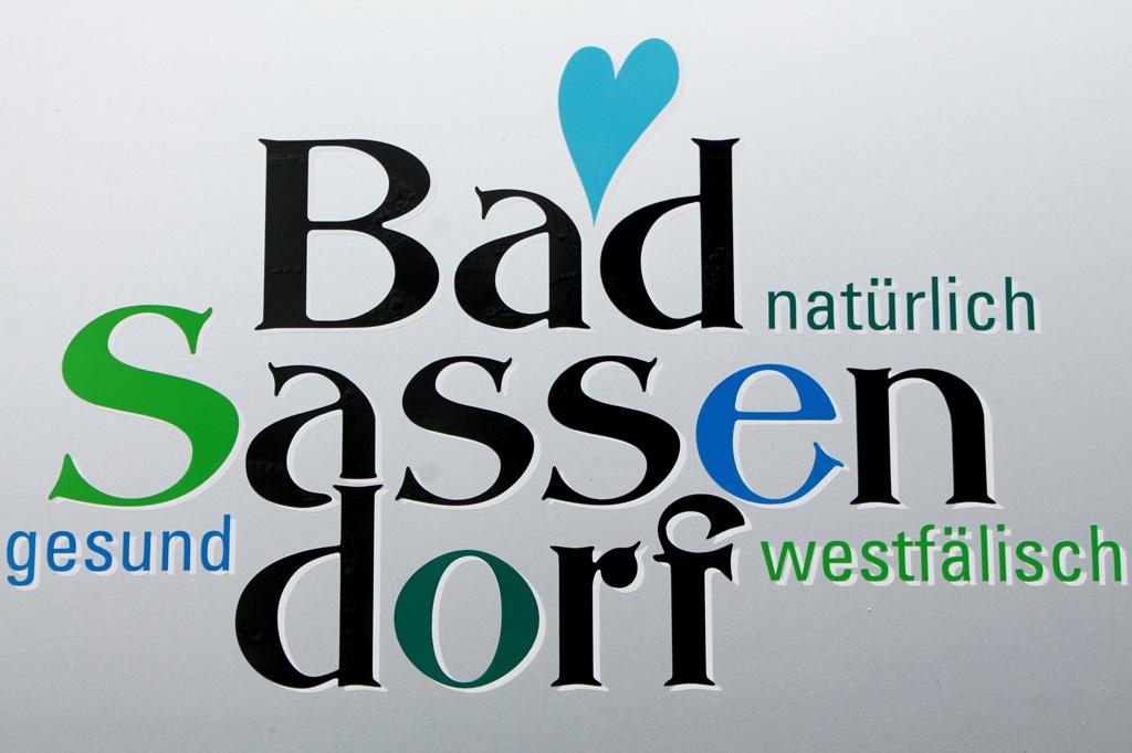 Eigenwerbung im Power-Point-Stil: Seit mehr als 100 Jahren lebt Bad Sassendorf von seinen Rehabilitanden. Die erste Kinderklinik eröffnete bereits in den 1870er Jahren.