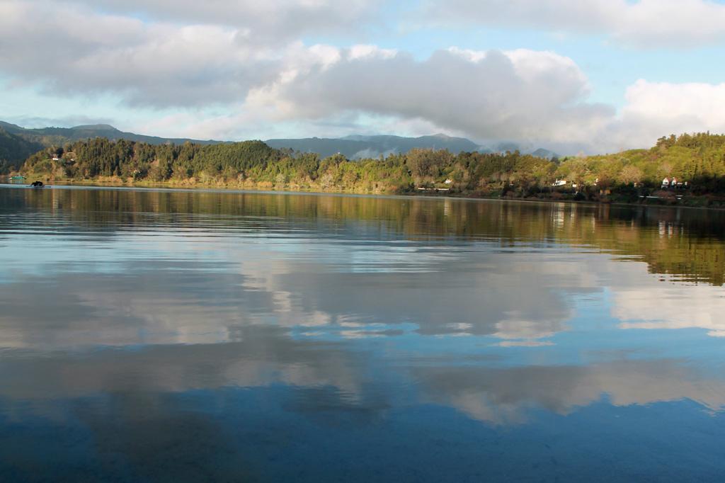 Azoren: Der See von Furnas liegt in einer der meistbesuchten Gegenden der Insel. Im Winter haben wir ihn fast ganz für uns allein.