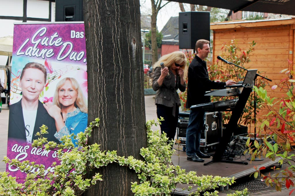 So sieht gute Laune aus dem schönen Sauerland aus: Das Duo beim Soundcheck vor dem Sonntagsnachmittagsauftritt im Kurcafé von Bad Sassendorf