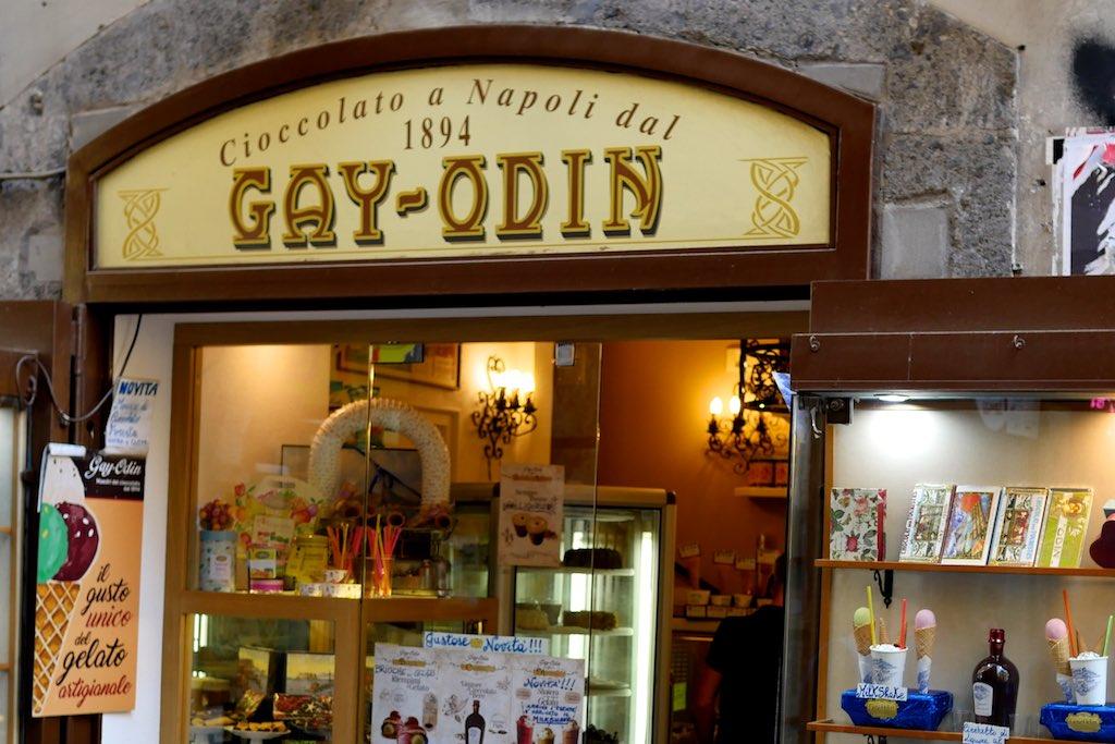 Schaufenster des Schokoladen Geschäftes Gay-Odin in Neapel.