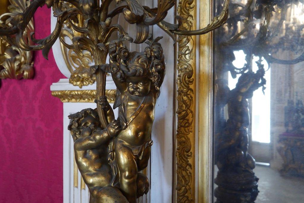Vergoldeter Kerzenleuchter aus der Villa Pignatelli.