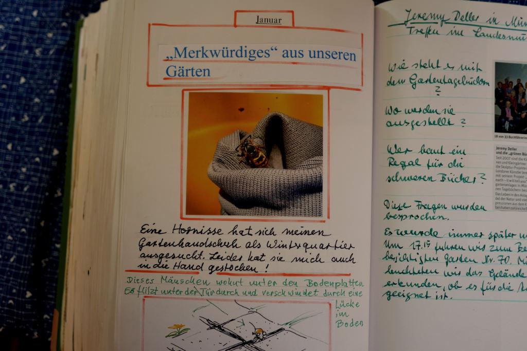 Blick in ein handgeschriebenes Tagebuch.