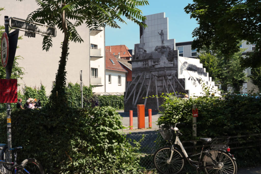 Hausskulptur des Peles Empire auf den Skulptur Projekte Münster 2017.