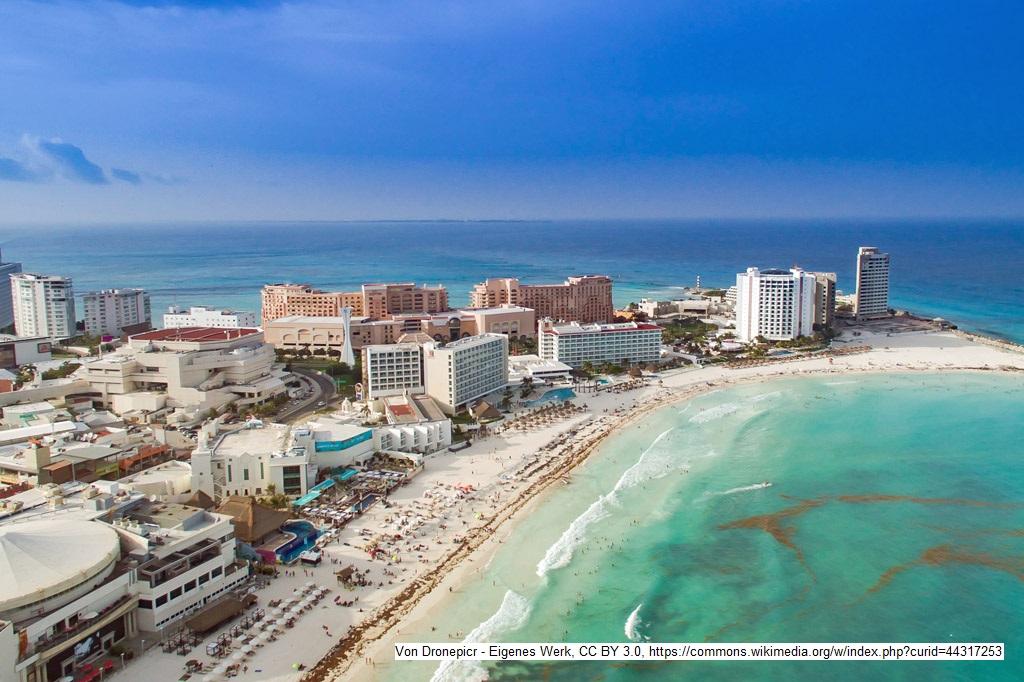 Touristen am Pranger: Traum für die einen, Alptraum für die anderen: Für Mexiko ist Cancún ein wichtiger Devisenbringer. Mit der Kultur des Landes hat die Touristenstadt nichts zu tun.