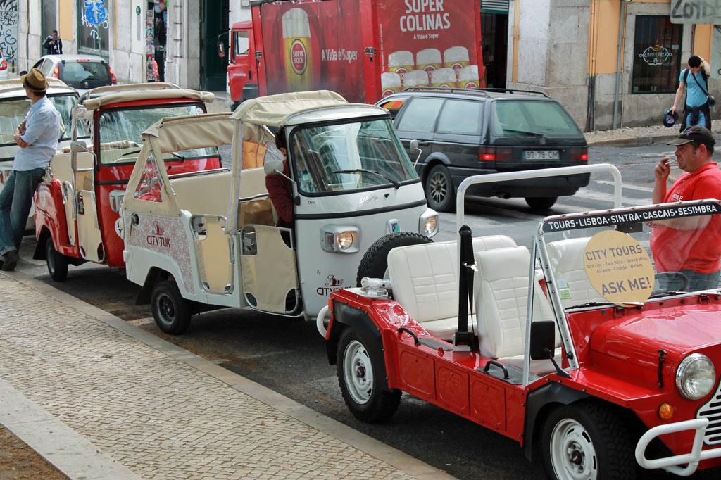 Die motorisierten Tuktuks in Lissabon sind Segen und Fluch zugleich: Sie entzerren die Besuchermassen, indem sie sie an weniger besuchte Orte der Stadt bringen. Gleichzeitig ist nun auch an diesen Orten niemand mehr vor Touristen sicher.