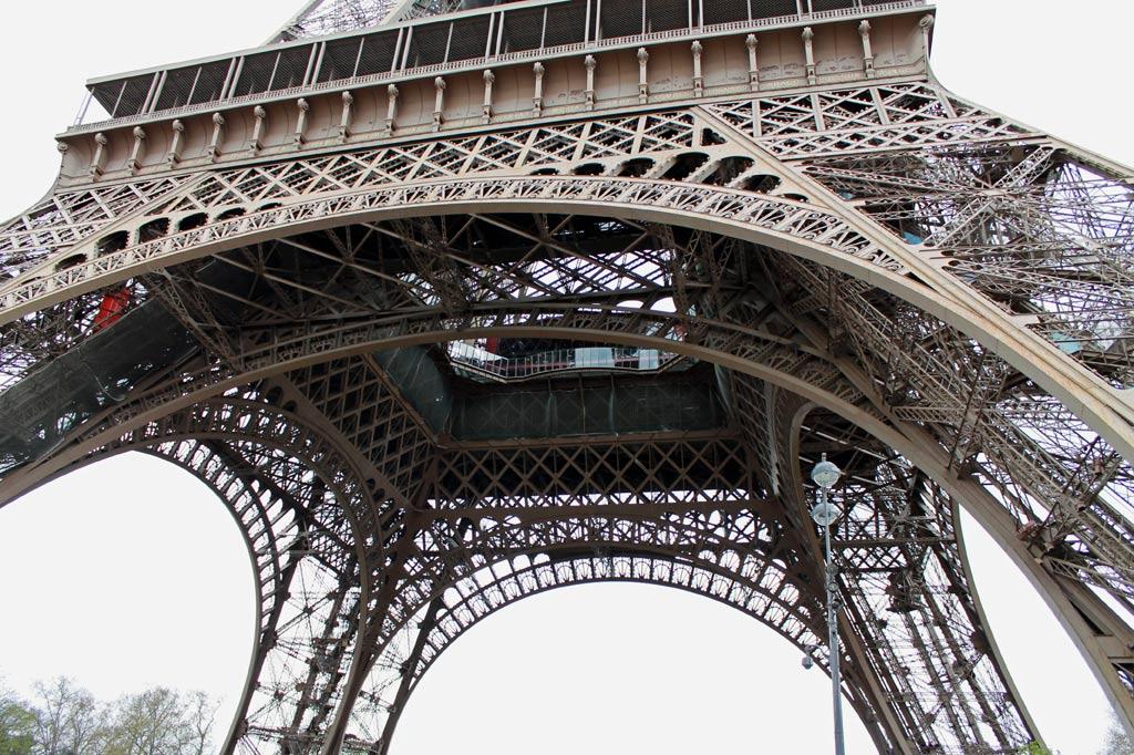 Ausschnitt des Eiffelturms in Paris