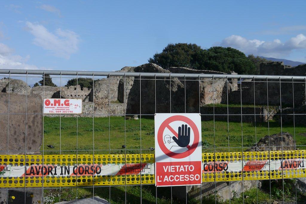 Weltkulturerbe: Ohne Absperrungen geht es nicht auf dem riesigen Ruinengelände von Pompeji – zum Schutz und zur störungsfreien Restaurierung der Bausubstanz. (Foto: Lars Reimers)
