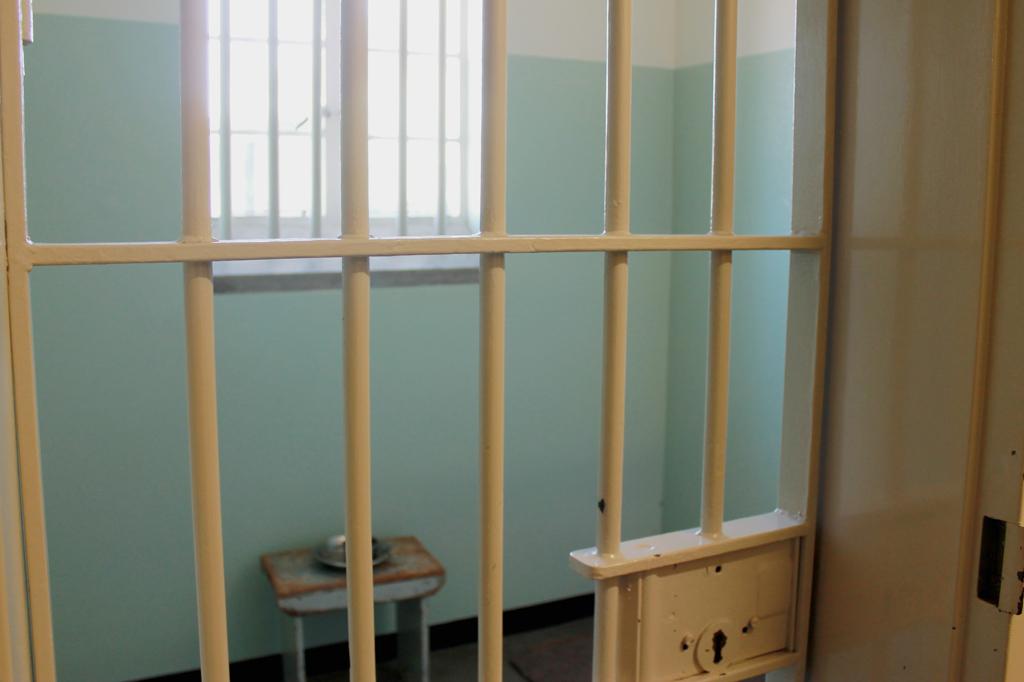 Den Vorwurf, Menschenrechte zu verletzen, kann man diesem Weltkulturerbe nicht machen, im Gegenteil: Die Gefängnisinsel Robben Island in der Bucht von Kapstadt ist ein erschütterndes Manifest für die Menschenrechte. Das Foto zeigt die Zelle von Nelson Mandela.