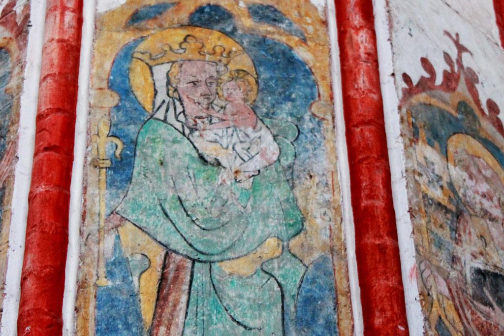 Spielkartenfabrik: Restaurierte Wandmalerei in der Nikolaikirche: wäre als gespiegeltes Doppelbild auch ein hübsches Spielkartenmotiv.