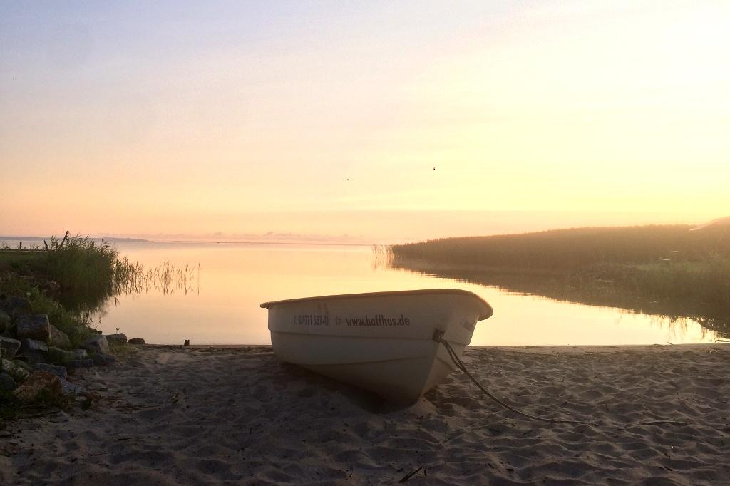 Sonnenaufgang am Ostseestrand.