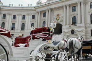 Wien: Hofburg mit Fiaker