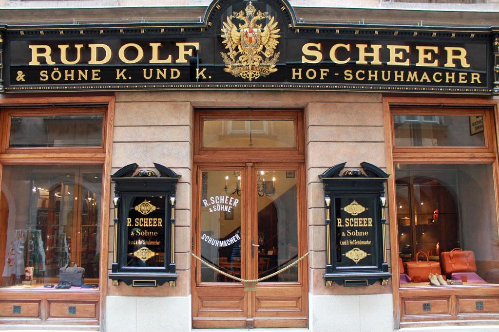 Wien: Schaufenster K.-u.-k.-Hofschuhmacher